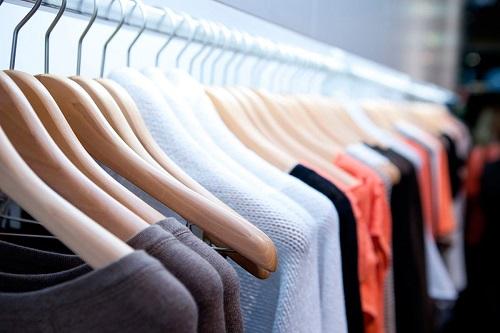 Giặt khô quần áo